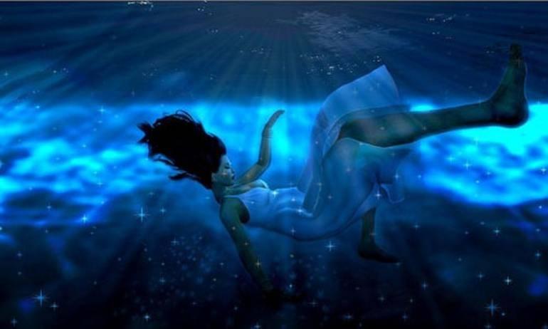 К чему снится тонуть в воде, толкование сна по соннику