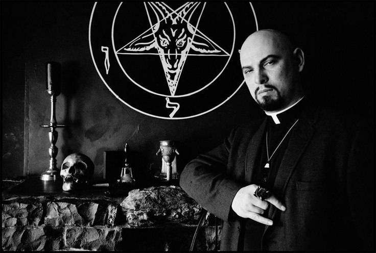 Черные иконы и библия дьявола — стоит ли их бояться?