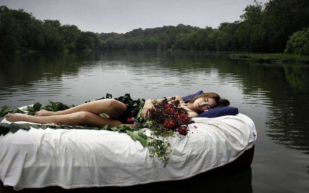 К чему снится плыть по реке женщине или мужчине - толкование сна по сонникам
