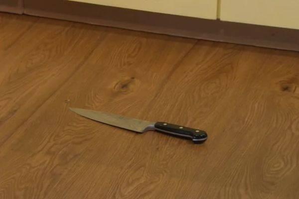 К чему падает нож: значение приметы с учетом деталей