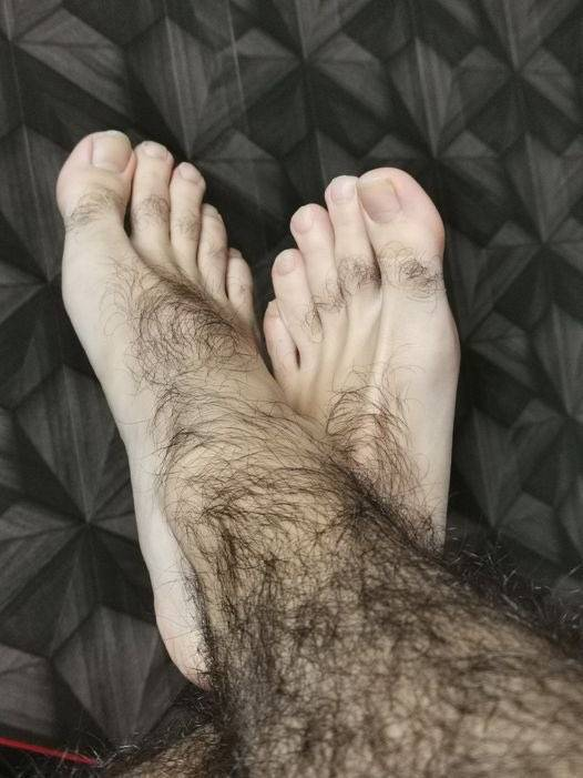 Приснилось, что у меня очень волосатые ноги. сонник подскажет, к чему это!