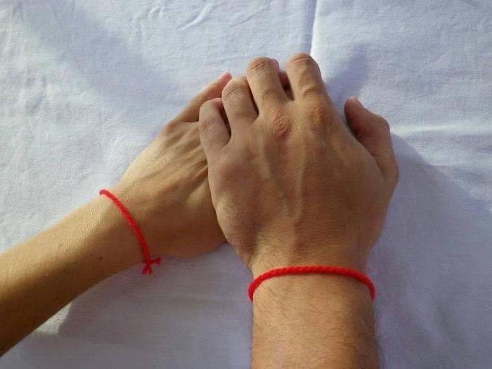 Красная нитка: накакую руку завязывать правильно