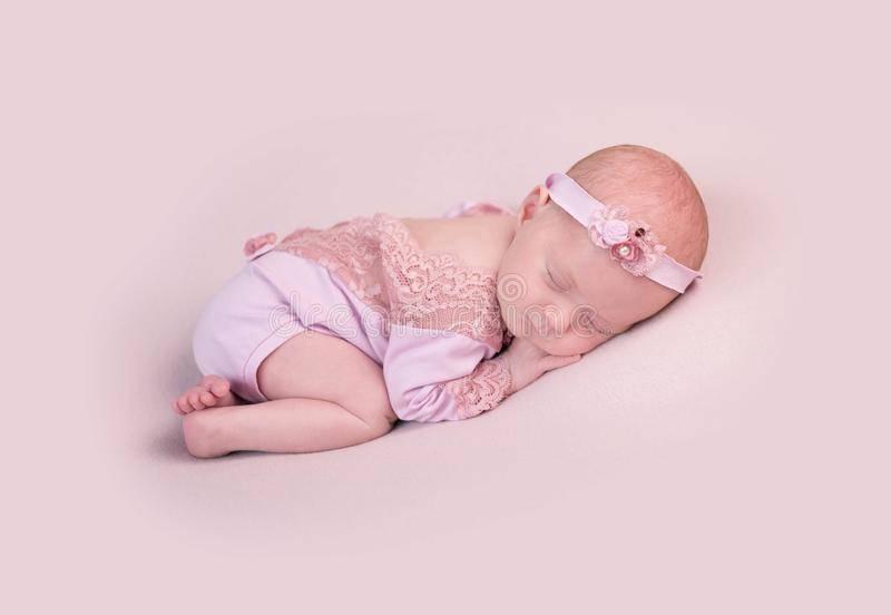 К чему снится новорожденный женщине или мужчине - толкование сна по сонникам