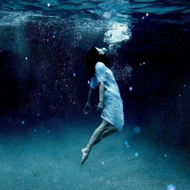 Сонник тонуть в воде и спастись. к чему тонуть во сне