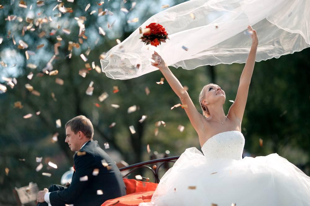 Что делать со свадебным платьем после свадьбы, сохранить, продать, сдать, подарить, красиво уничтожить? свадебные платья после свадьбы приметы и суеверия.. как хранить свадебное платье и стоит ли это