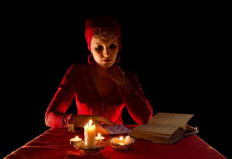 Гадание по книге ведьм самостоятельно в домашних условиях