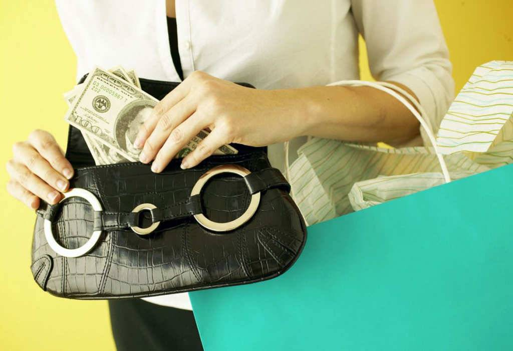 Кошелек по фен шуй для привлечения денег: цвет, форма, активация