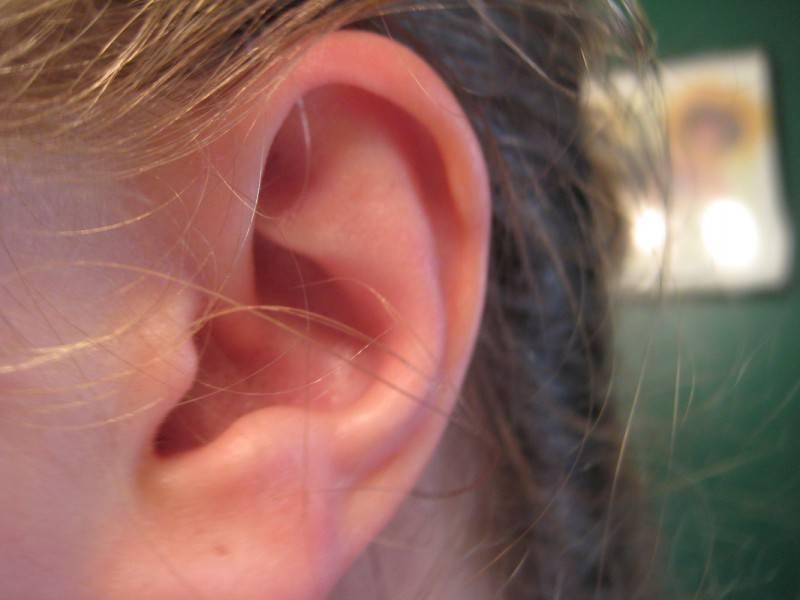 К чему горят уши - толкование народных примет о правом и левом ухе