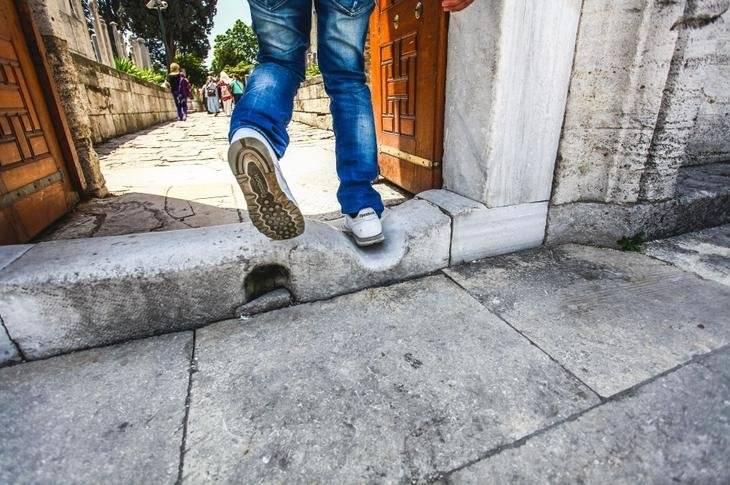 Приметы о ногах человека. что будет если наступить на ногу: к чему примета? что будет если наступить на
