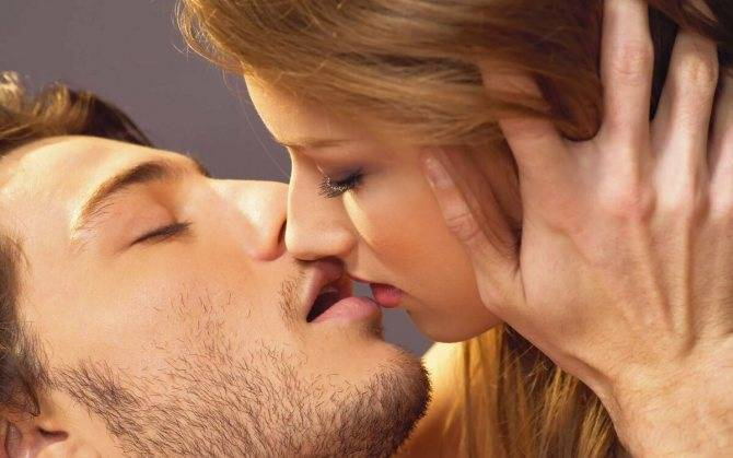 К чему снится знакомый парень который целует в щеку