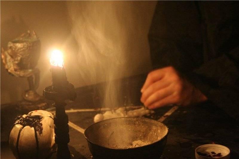 Как сделать приворот с помощью соли?