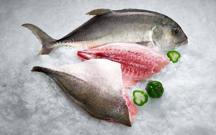 Рыба замороженная в холодильнике