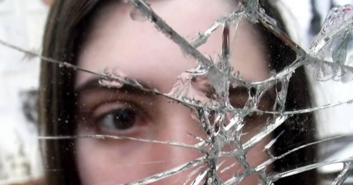 Разбить зеркало — примета