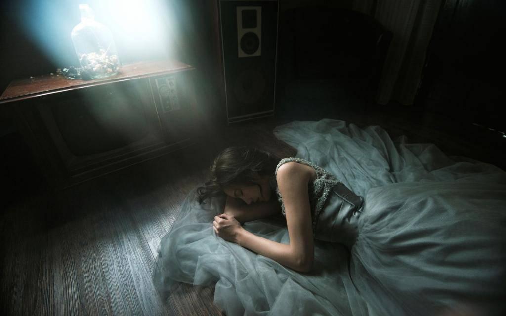 К чему снится разбить окно по соннику? видеть во сне, что разбили окно – толкование снов.