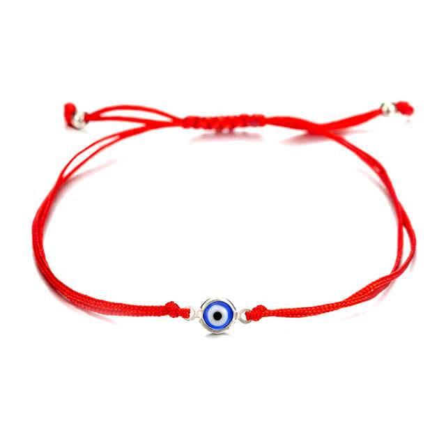 Красная нить на запястье: как правильно носить талисман на руке