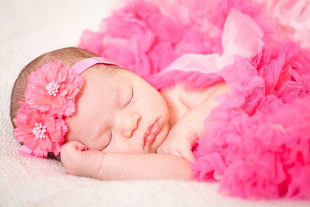К чему снится маленький ребенок— девочка: полное толкование