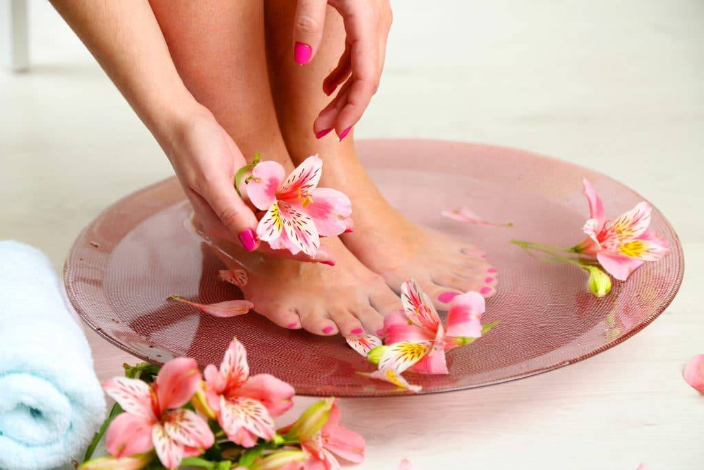 Ноги мыть под краном