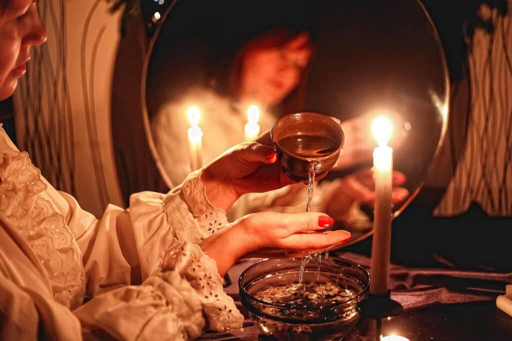 Как и когда правильно гадать в крещенский сочельник 18 января 2021 года: на суженного, богатства, удачу
