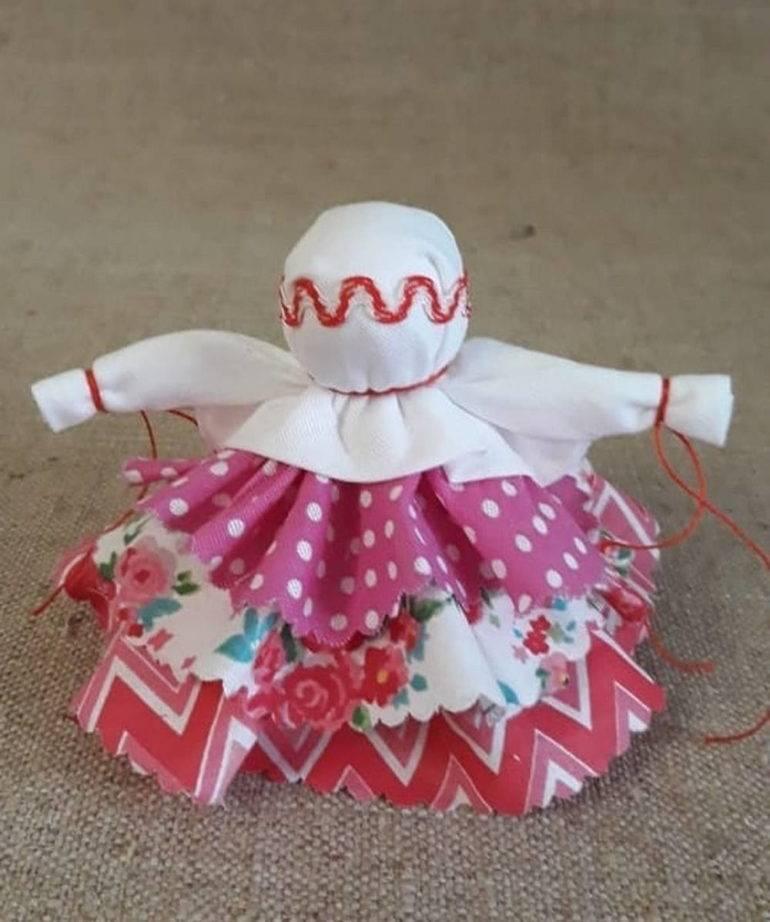 Куклы неразлучники: значение и виды, в том числе оберег на свадьбу, пошаговая инструкция, как сделать из ткани своими руками, и как зарядить и активировать?