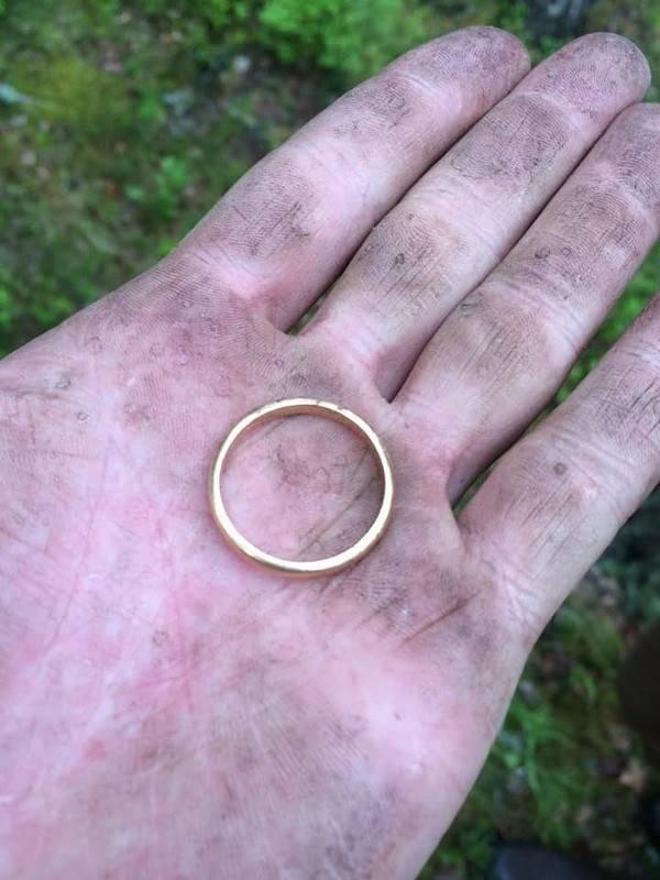 Потерять обручальное кольцо: что гласят приметы для мужчин и женщин