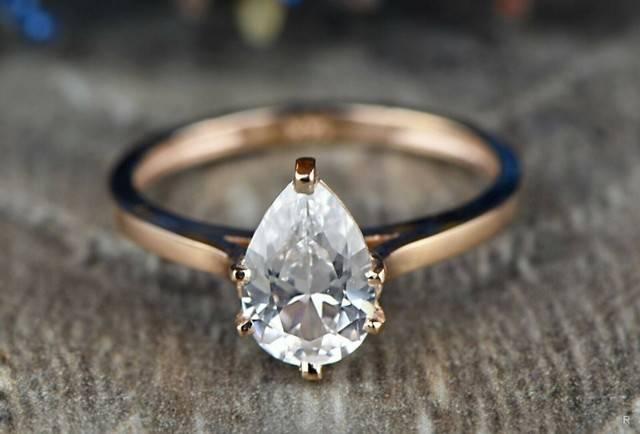 Узнайте, что произойдет, если выпал драгоценный камень из кольца, что означает эта примета
