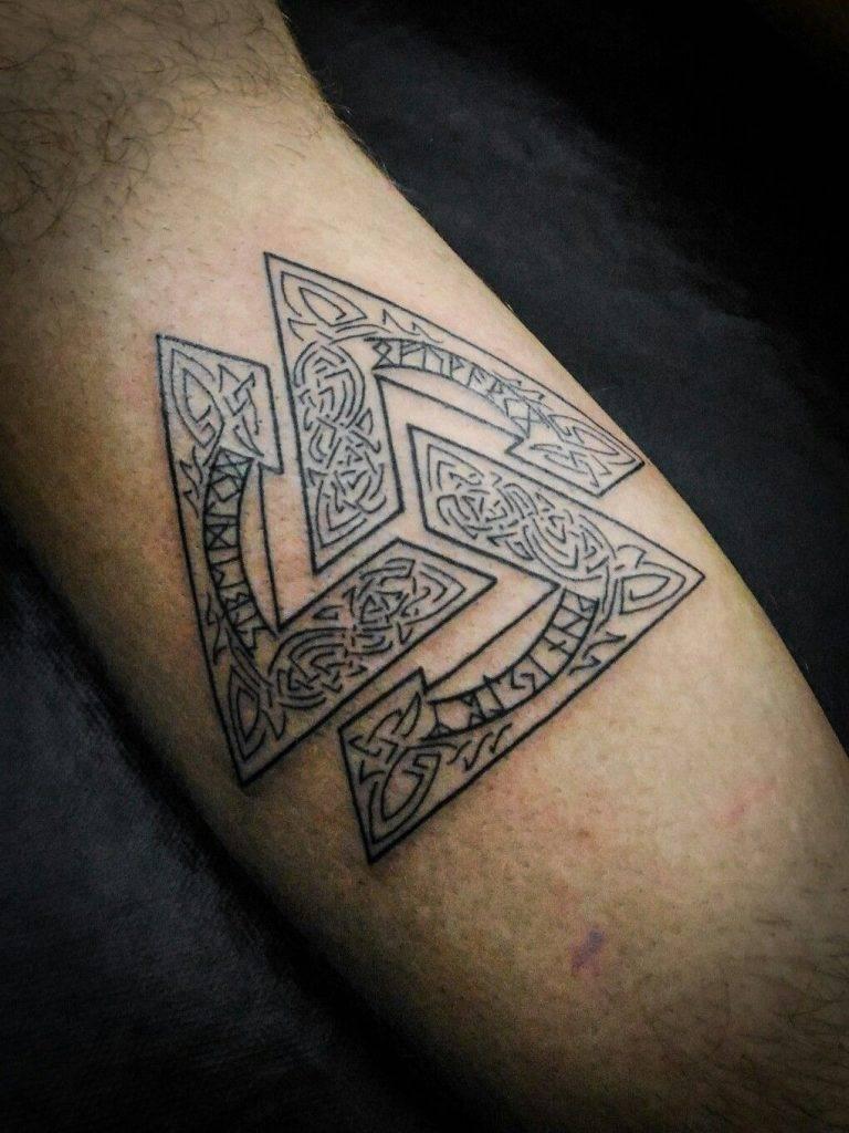Значение татуировок руны — стили и символика рунических тату