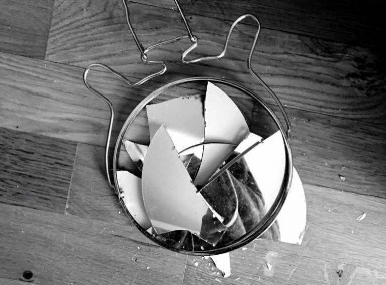 Народная примета, к чему разбивается зеркало