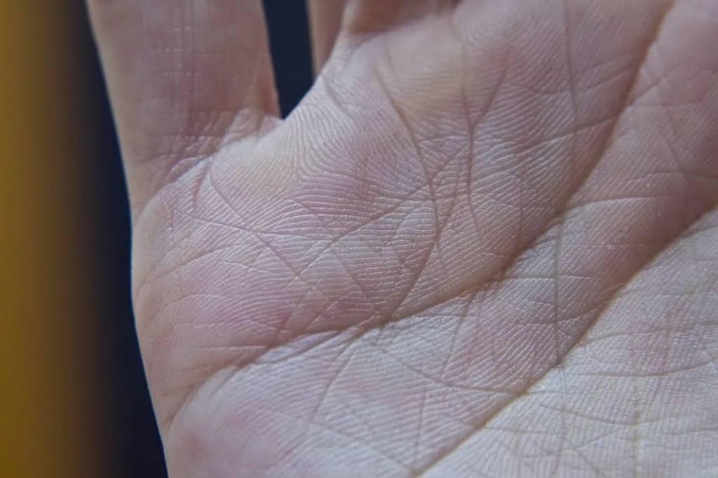 Линия брака (любви) на руке — расшифровка с фото