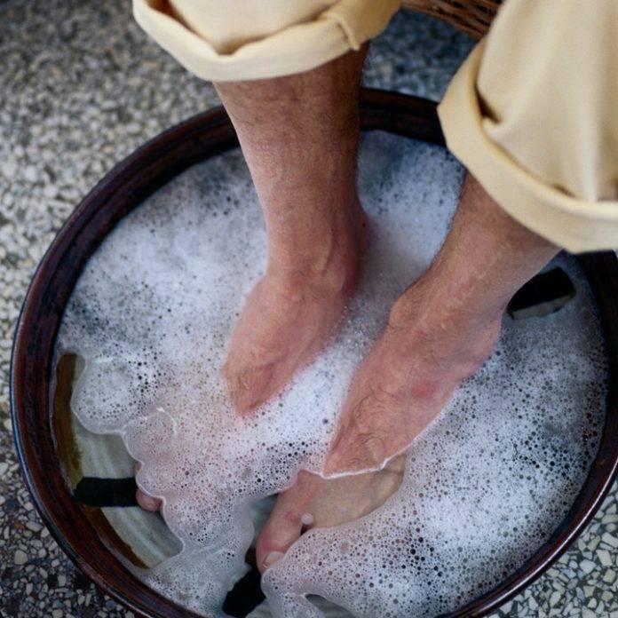 К чему снится мыть ноги себе в чистой воде: толкование сна | сонник журнал