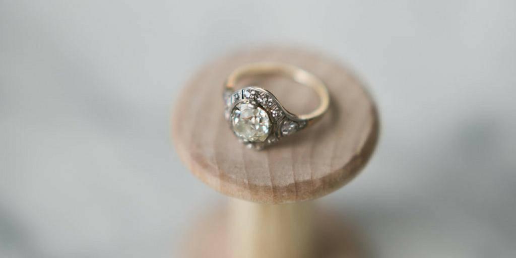 Что по приметам означает камень, выпавший из кольца