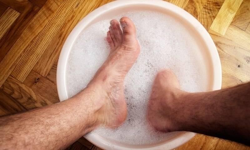 Мыть ноги покойнику