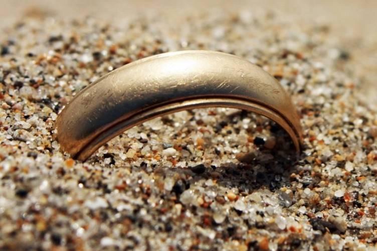 Потеря обручального кольца: приметы. что может случиться, если потерять обручальное колечко, будет ли измена?