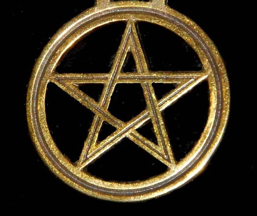 Пентаграмма: амулет с пятиконечной звездой и другие значения знака